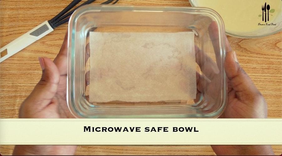 5 Minute Microwave Vanilla Cake